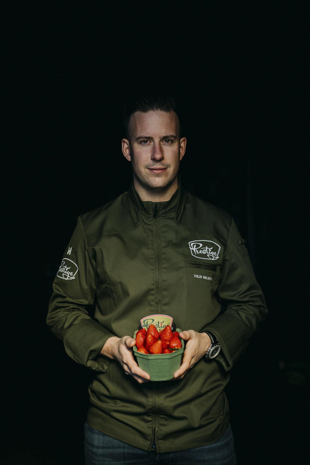 Thijs Meliefste met Prestige aardbeien